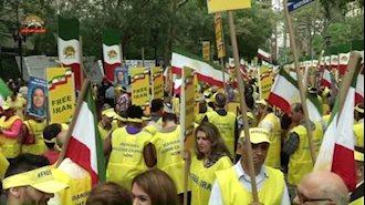 تظاهرات اشرف نشانها در نیویورک در اعتراض به حضور آخوند روحانی در سازمان ملل