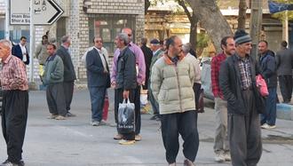کارگران فصلی در انتظار کار