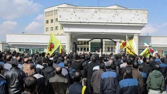 اعتراض کارگران هپکو اراک در مقابل کارخانه - آرشیو