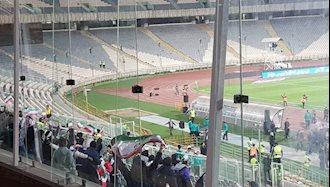 حضور تعداد محدودی از زنان در ورزشگاه آزادی