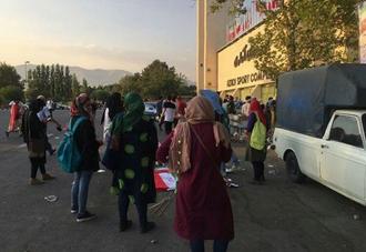 زنان در ورودی ورزشگاه آزادی