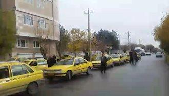 اعتصاب تاکسیداران نقده مقابل شورای شهر