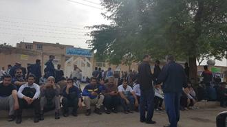 تحصن کارگران هفت تپه در بلوار قانون، روبروی دادگستری رژیم در شوش