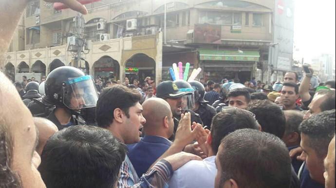 صفآرایی و قدرتنمایی پلیس ضدشورش مقابل کارگران گروه ملی صنعتی فولاد اهواز