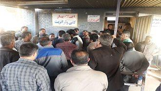 اعتصاب رانندگان کامیون در پایانه بندر خمینی۲