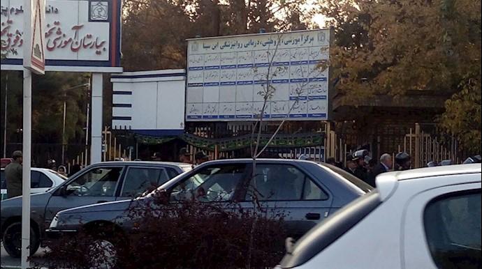 تجمع معلمان و خانواده هاشم خواستار مقابل بیمارستان روانی در مشهد و حضور نیروهای سرکوبگر