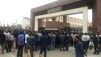 تجمع اعتراضی کارگران فولاد اهواز در مقابل استانداری