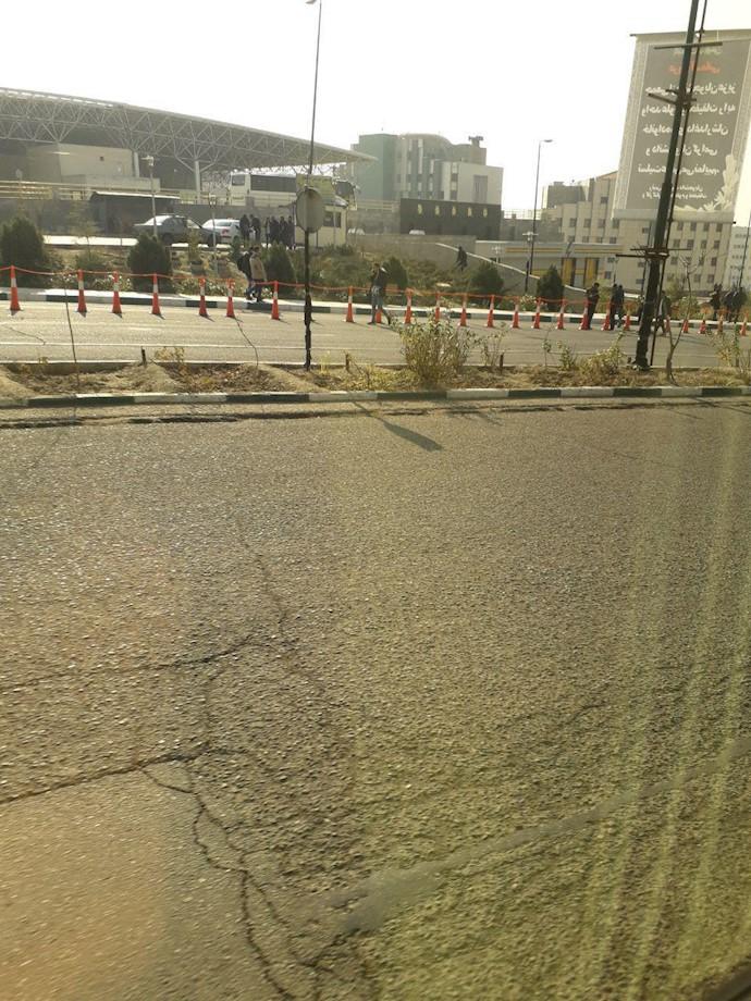 تصاویری از بستن میدان دانش توسط حراست دانشگاه ۱۰دیماه