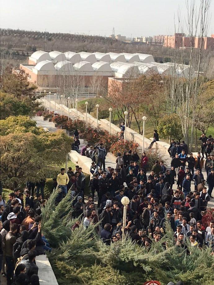 تجمع دانشجویان دانشگاه صنعتی سهند تبریز