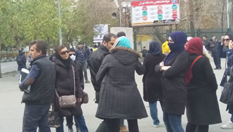 تجمع دانشجویان مقابل دانشگاه تهران به مناسبت روز دانشجو