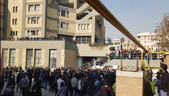 تجمع اعتراضی دانشجویان دانشگاه امیرکبیر ( پلی تکنیک) تهران و درگیری و رویارویی با نیروهای سرکوبگر ۹۷۰۹۱۳