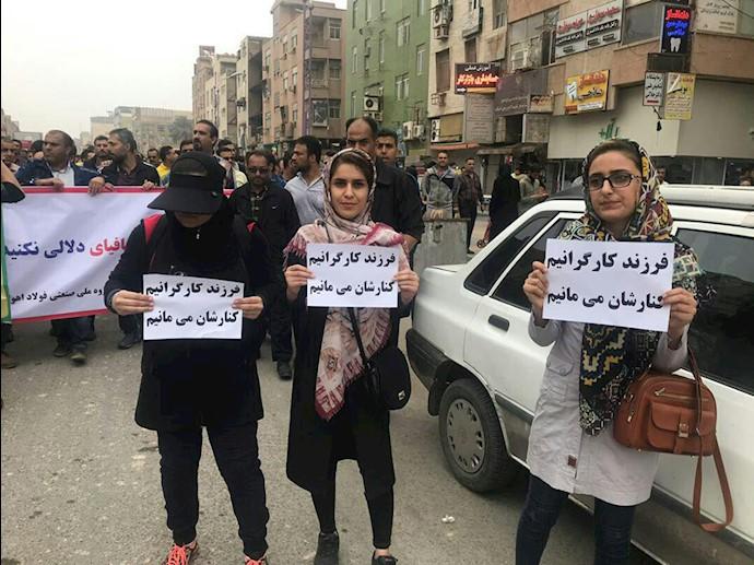 حضور شیرزنان مبارز و آزادیخواه در صف اول قیام کارگران فولاد اهواز-۱۲آذر