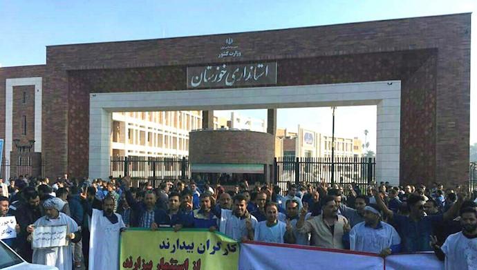 اهواز - تجمع کارگران فولاد در مقابل استانداری رژیم