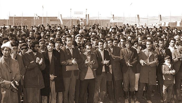 مراسم صبحگاه کارگری در ذوبآهن اصفهان سال ۱۳۴۸