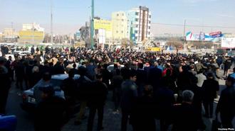 قیام و اعتراضهای  خیابانی - عکس از آرشیو