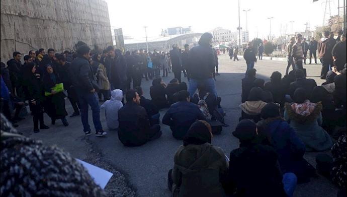 تجمع اعتراضی دانشجویان علوم  و تحقیقات - عکس از آرشیو