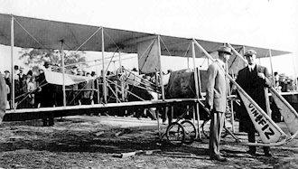 اورویل رایت  با هواپیمای خود - سال ۱۹۰۸