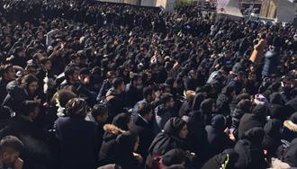 تجمع انبوه دانشجویان در دانشگاه علوم و تحقیقات تهران ۸ دیماه ۹۷