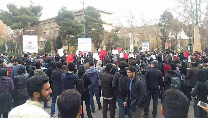 تجمع اعتراضی دانشجویان دانشگاه تهران ۱۸ آذر۹۷