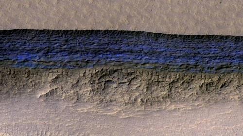 طبقات من الجليد على سطح المريخ