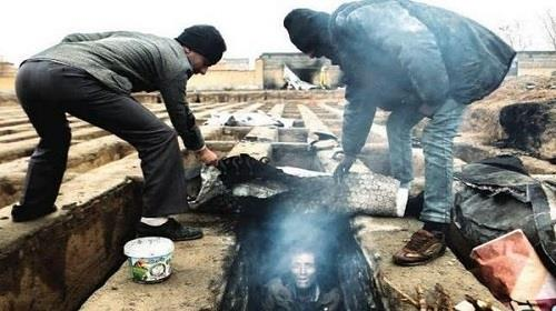 فقراء في مقابر إيران
