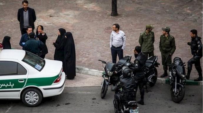 دستگیری مردم توسط نیروی سرکوبگر رژیم