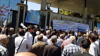 تجمع اعتراضی غارت شدگان آرمان وحدت در تهران - آرشیو