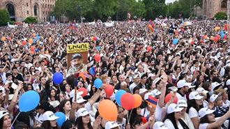 طرفداران  نیکول پاشینیان در میدان اصلی پایتخت
