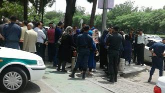 تهران.تجمع غارت شدگان  کاسپین مقابل بانک مرکزی رژیم ۲۴ اردیبهشت