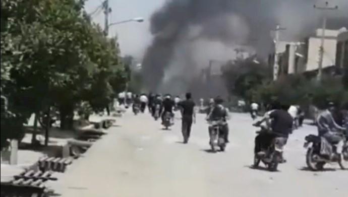 گزارشی مردمی از  حوادث روز جمعه قیام مردم کازرون