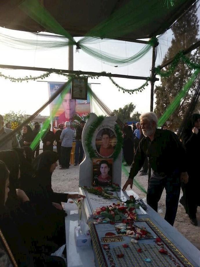 مراسم چهلم شهید قیام امیدرضا یوسفیان در کازرون