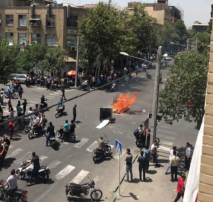 تظاهرات و اعتصاب در تهران - بازار پرده فروشها ۴تیر۹۷