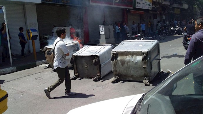 تصاویری از جنگ و گریز در خیابان لالهزار تهران