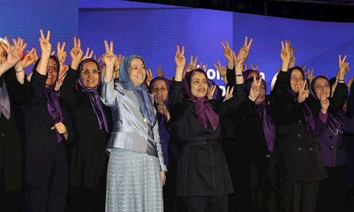 مریم رجوی در بین برخی از زنان ارشد شورای مرکزی مجاهدین ـ مراسم روز جهانی زن در آلبانی