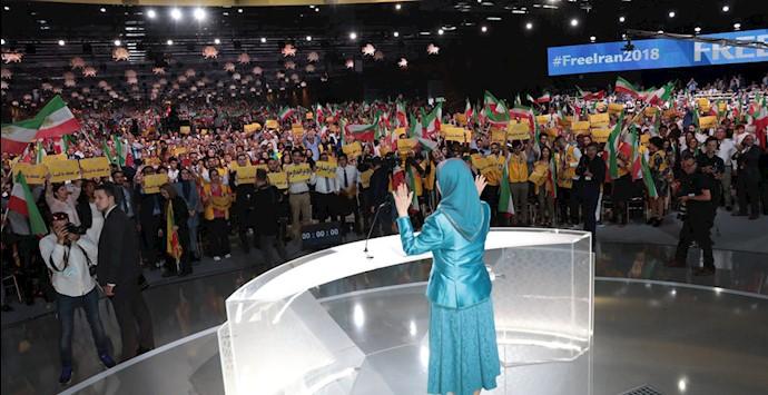 مریم رجوی و ایرانیان شرکت کننده در گردهمایی بزرگ پاریس ۹۷