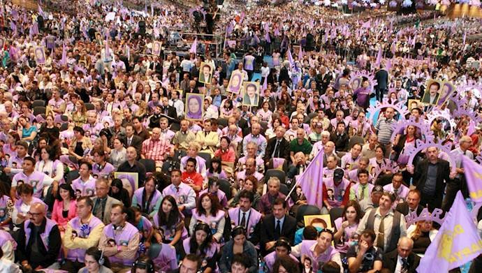 هموطنان شرکت کننده در گردهمایی بزرگ مقاومت ۳تیر ۱۳۹۱