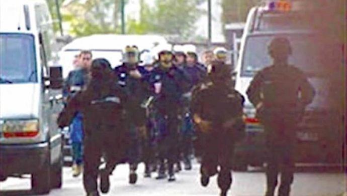نیروهای فرانسوی در حال تهاجم به دفتر مرکزی شورای ملی مقاومت ایران در حومه پاریس