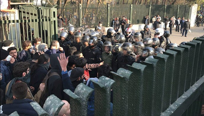 قیام دیماه در  ایران - دانشگاه تهران
