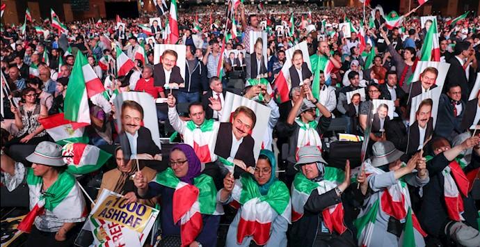 شور و عشق میهنی در گردهمایی بزرگ ایرانیان در پاریس ۹۶