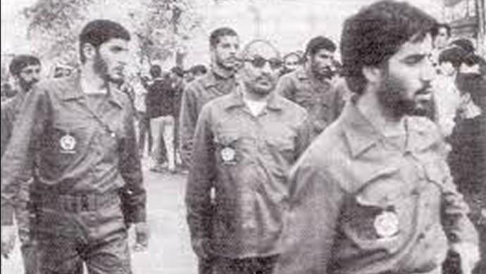 اسدالله لاجوردی در میان پاسداران جانی در زندان اوین