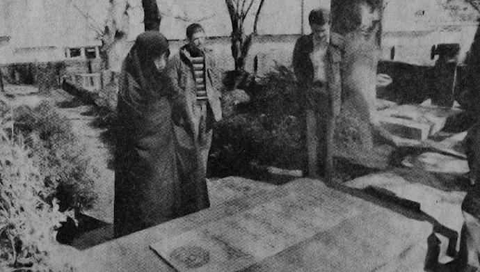 مسعود رجوی ـ بر سر مزار میرزا.