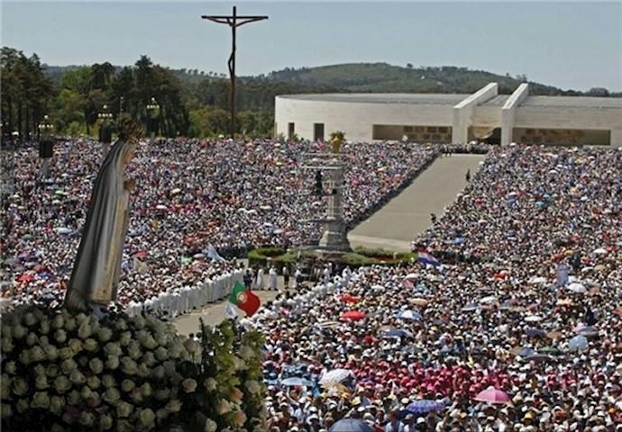 بزرگداشت «فاتیما» توسط مسیحیان پرتغالی