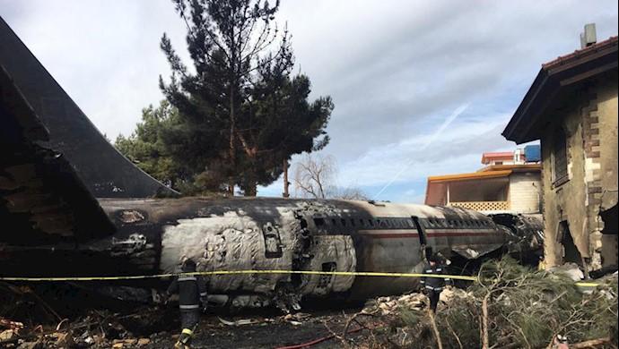 سقوط هواپیمای حامل گوشت در فرودگاه ثبت نشده سپاه پاسداران