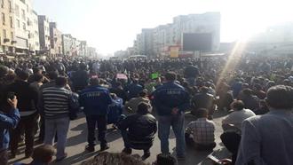 تظاهرات و راهپیمایی کارگران فولاد اهواز - عکس از آرشیو