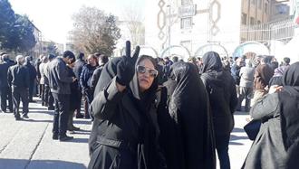 تجمع اعتراضی معلمان و فرهنگیان کرمانشاه در مقابل آموزش و پرورش استان