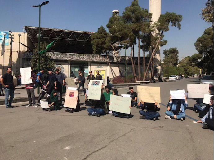 تجمع و اعتراض دانشجویان به حضور آخوند روحانی در دانشگاه تهران