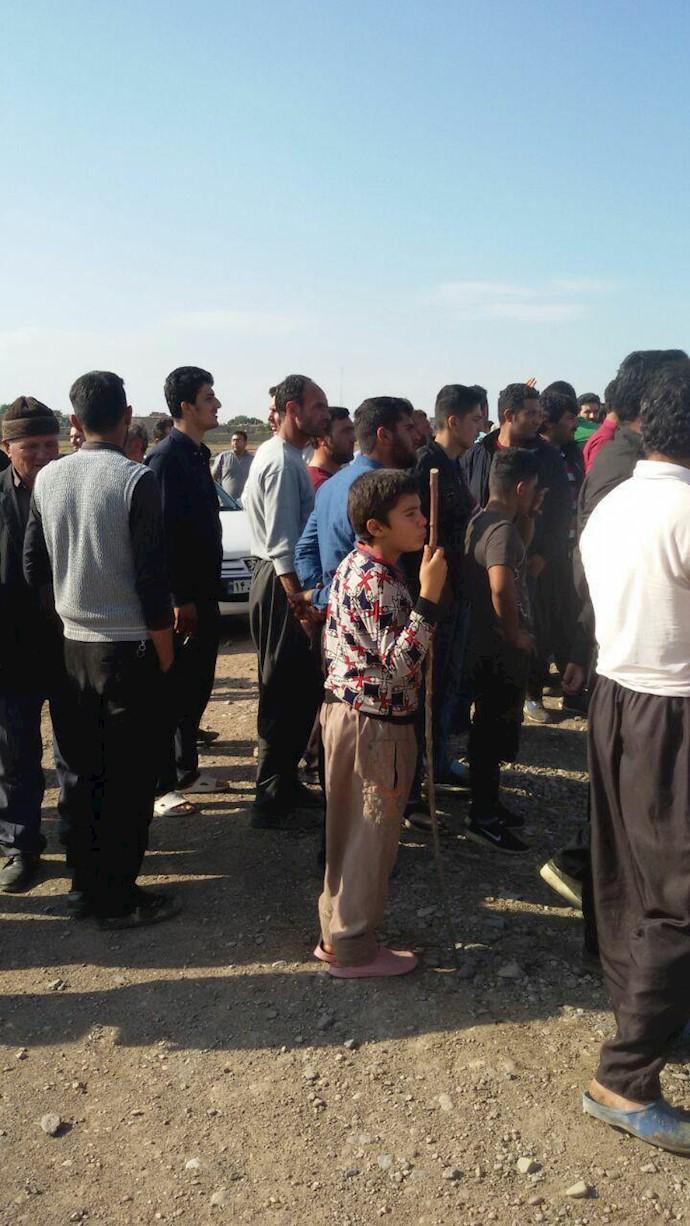 میاندوآب.تجمع اعتراضی اهالی چند روستای بخش باروق