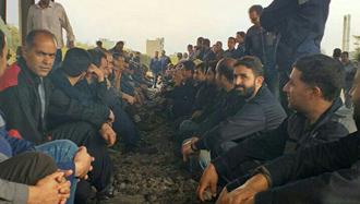 اراک.کارگران اعتصابی آذرآب ریل راهآهن شمال به جنوب را بستند -  ۲۸مهر۹۸