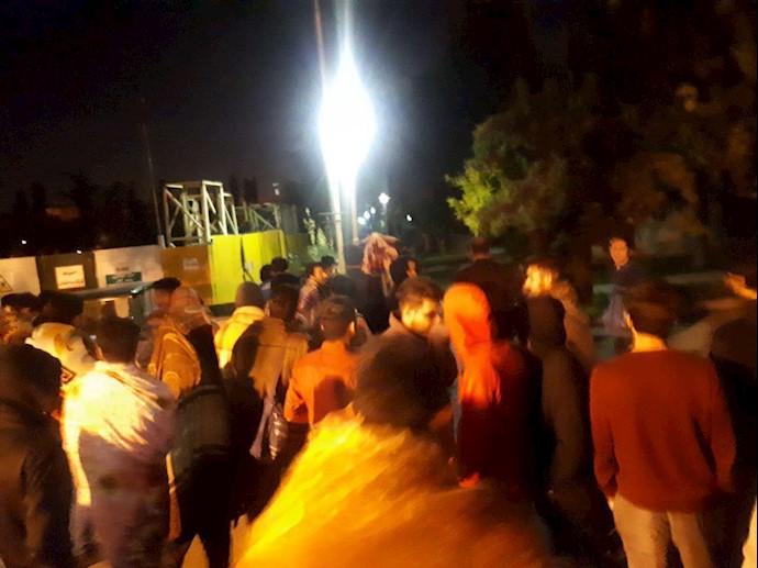 اعتراض شبانه دانشجویان دانشگاه علم و صنعت تهران و مسمومیت غذایی