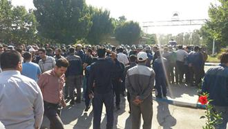 تجمع اعتراضی کارگران آذرآب اراک - عکس از آرشیو